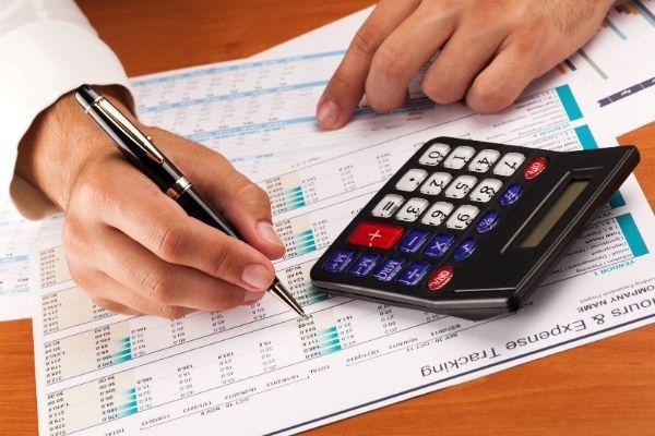 Centraliza as despesas da organização